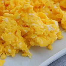 Huevos revueltos con cangrejo
